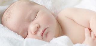 bayi usia 3 bulan tidur