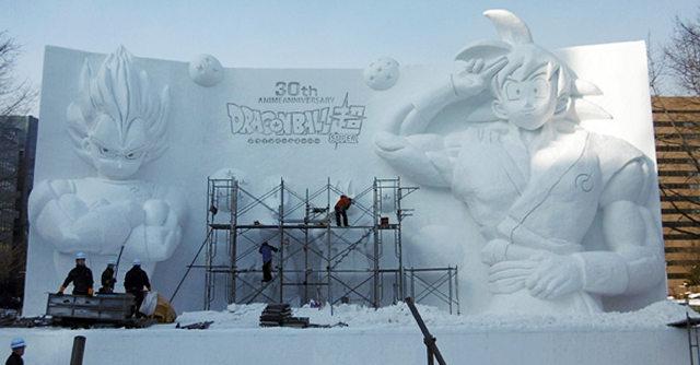 Budowa kilkumetrowej śnieżnej rzeźby na 30-lecie Dragon Ball wystawionej na Festiwalu Śniegu w Sapporo