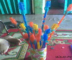 How to Make Lotus and Lemongrass Handicrafts From Plastic Straws
