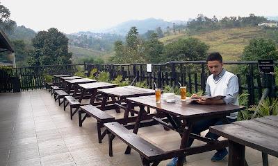 De' Tuik Garden Cafe & Resto Bandung