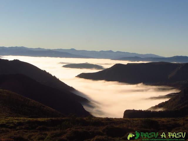 Mar de nubes hacia el Valle de Bobia