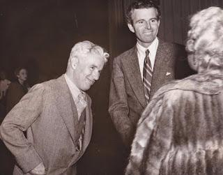 """Чарльз Чаплин и Тим Дюрант на предварительном показе """"Великого диктатора"""" (1940)"""