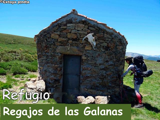 Refugio en el Camino de la Guía en la vertiente norte de la Sierra de Gredos.