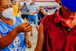 Relatório do TCE aponta para vacinação de pessoas mortas em Sapé e mais 103 cidades paraibanas; Campina Grande lidera lista