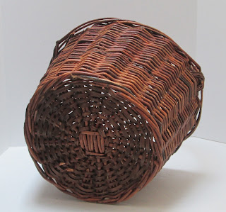 Medium Grapevine Basket bottom view