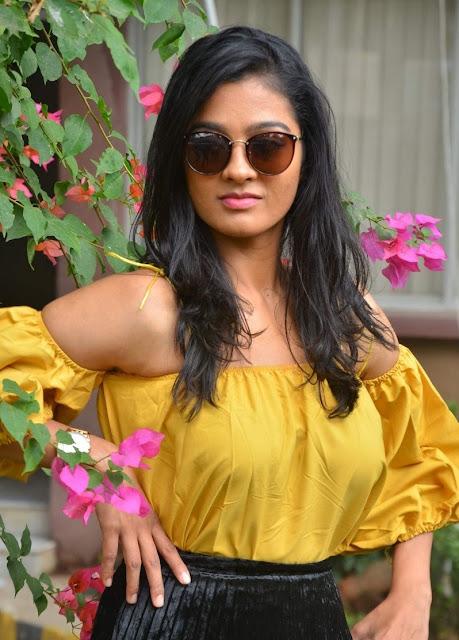 Gayathri Shankar South Indian Hot Beautiful Actress Gallery Navel Queens