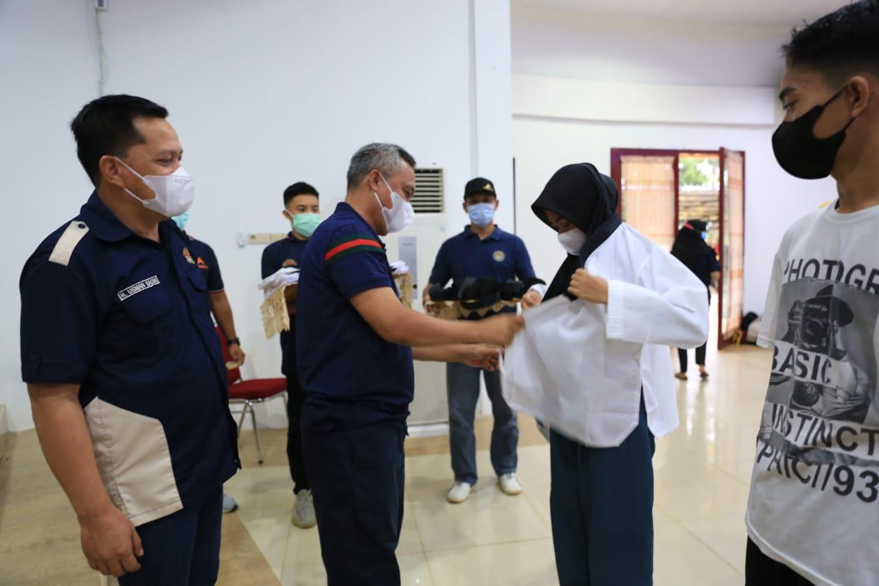 Secara Simbolis, Budiman Kukuhkan 10 Atlet Taekwondo Luwu Timur pada Pekan Olahraga Provinsi (Pra-Porprov)