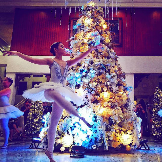 Montebello Villa Hotel Christmas Tree Garden