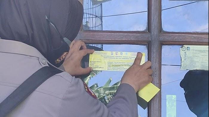 POLRESTA BANYUWANGI DAN 25 POLSEK JAJARAN MELAKSANAKAN  PEMASANGAN STICKER CONTACT PERSON TRACER COVID 19