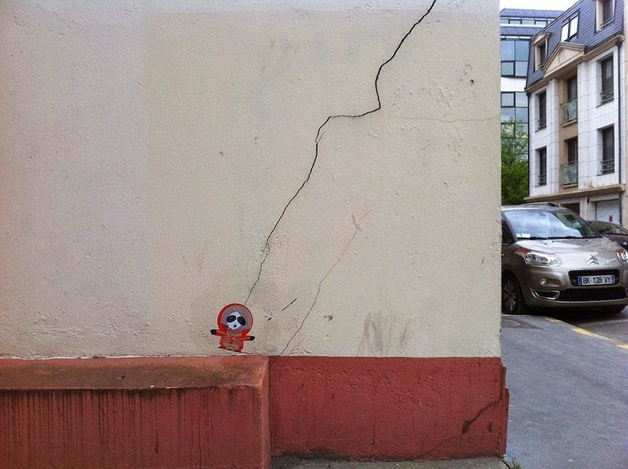 28 Pieces Of Street Art That Cleverly Interact With Their Surroundings - Kenny, France