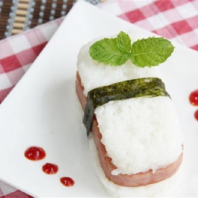 Cơm kẹp thịt hộp
