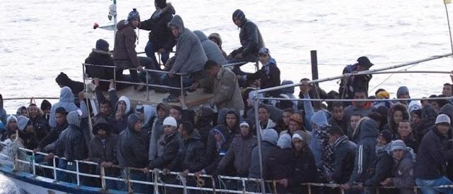 مئات المهاجرين السريين يصلون صقلية..يقال انهم تونسيون