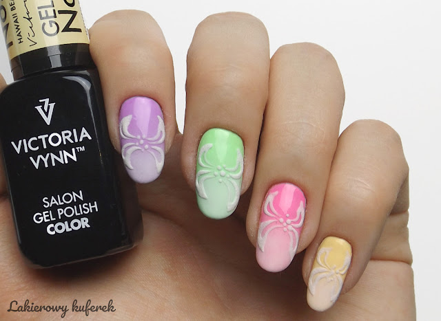pastelowe paznokcie, babuboomer, sugar effect, motyle na paznokciach, Victoria Vynn