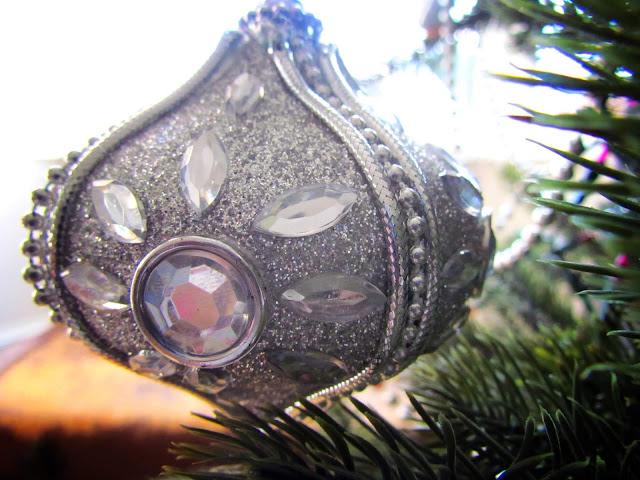 Silver gem bauble