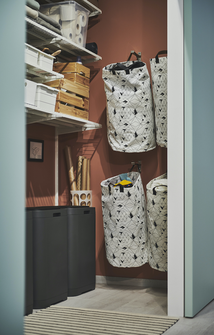 Novedades catálogo IKEA 2021 en baños: armario para la colada.