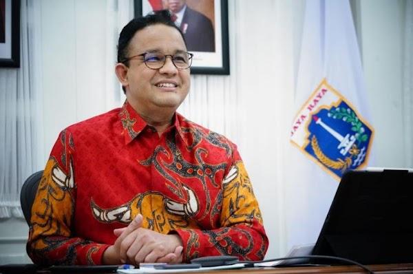 Anies Baswedan Unggah Foto Pakai Batik Motif Banteng Merah