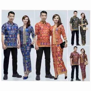 Seragam batik keluarga untuk pernikahan gaya terbaru
