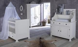 Cuarto de bebé en blanco y gris
