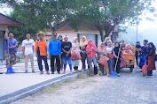 GEMPA Bersihkan Pantai, L. Akmal : Pantai Mawun Siap Sambut Wisatawan