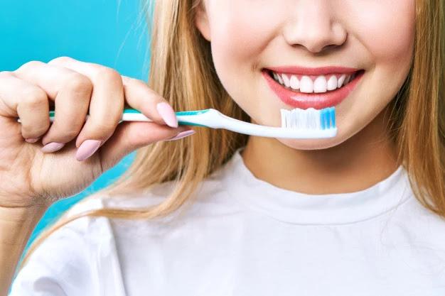 apakah-menyikat-gigi-cukup-untuk-menjaga-kebersihan-mulut-sepenuhnya