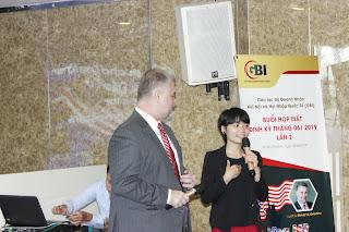 Tiến sĩ Luật David Enterline và Luật sư Trần Thắm tại buổi gặp mặt tháng 6, CLB Doanh nhân Sài Gòn GBI