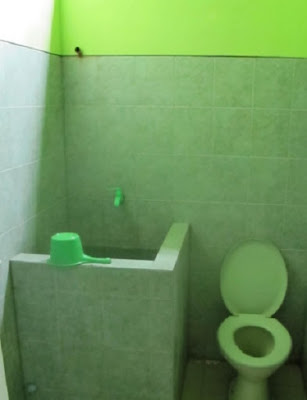 kamar mandi homestay firzah karimun jawa