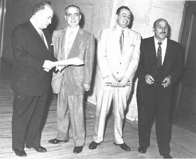 Los mafiosos James Osticco, Angelo J. Sciandra y Russell A. Bufalino en 1959 antes de entrar a un juicio