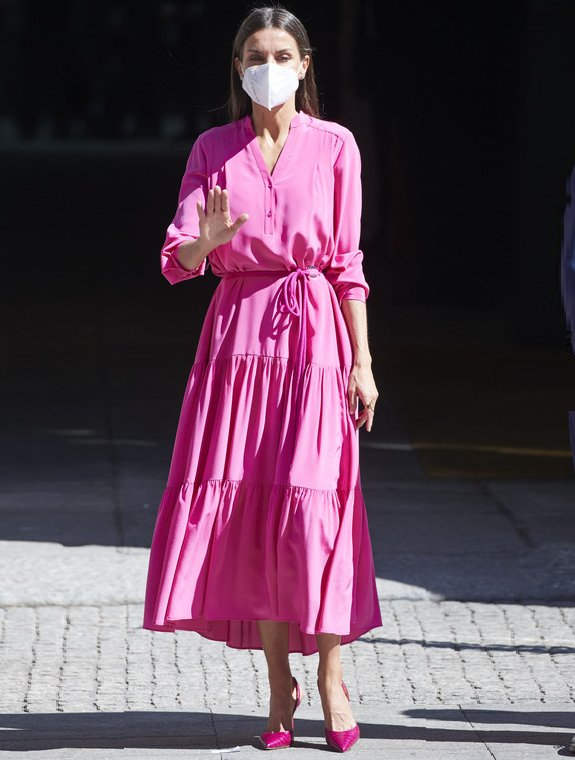 Queen Letizia wore a pink silk georgette maxi dress from Hugo Boss, and  python leather slingback red pumps from Carolina Herrera