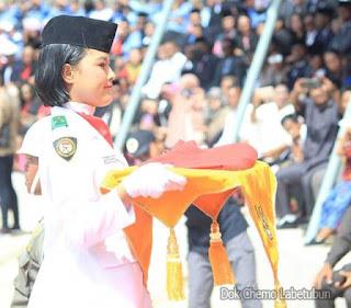 Langgur, Malukupost.com - Upacara Pengibaran Bendera dalam rangka memperingati HUT Kemerdekaan Republik Indonesia Ke-74 meninggalkan berbagai cerita menarik, teristimewa bagi mereka siswa-siswi yang tergabung dalam Pasukan Pengibar Bendera (Paskibra) Tingkat Kabupaten Maluku Tenggara (Malra) Tahun 2019.