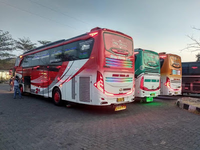 Foto Bus Sudiro Tungga Jaya