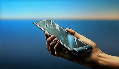 هاتف موتورولا الشهير Razr يعود بشاشة قابلة للطي