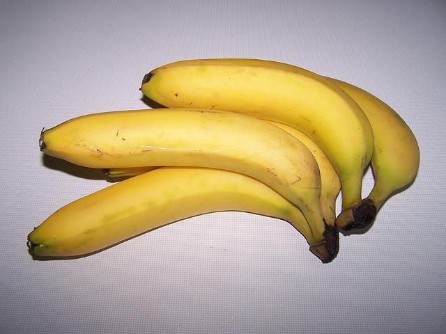Try My DIY Banana-Avocado Moisture Intense Mask Bananas