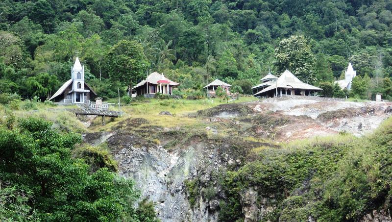 Bukit Kasih Kanonang Sulawesi Utara