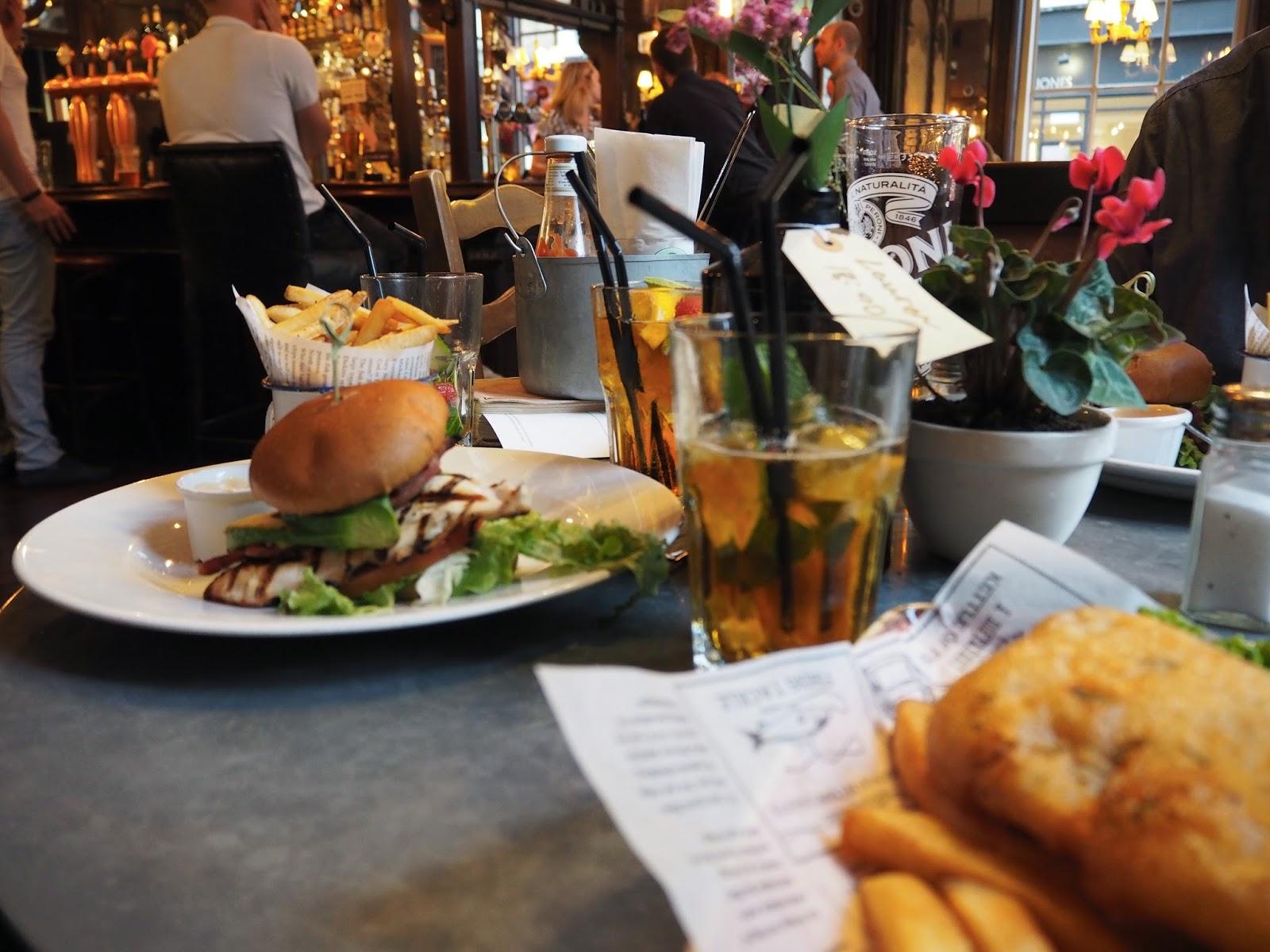 The Washington | London Eats // English Pub Food Restaurant Review // Lauren Rose Bell // Fashion & Lifestyle Blogger London, UK