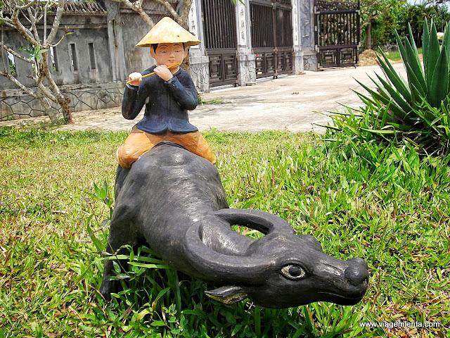 Escultura na Pagoda To Dinh Van Duc