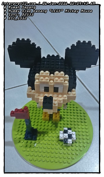 """""""LEGO"""" Mickey Mouse playing ball is ready to be installed Mummy."""