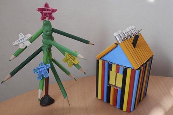 новогодняя елка из цветных карандашей