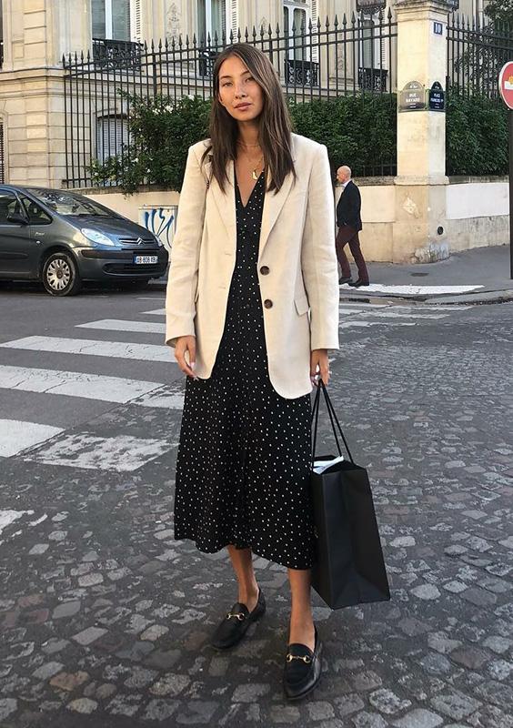 Look básico com vestido estampado