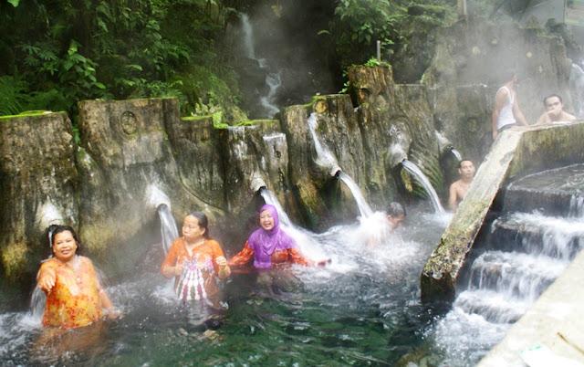 Destinasi wisata Pemandian air panas Guci tegal jawa tengah