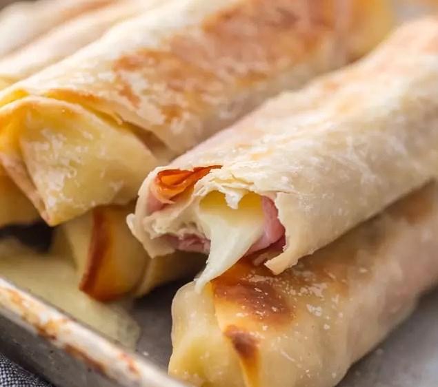 HOMEMADE HAM & MOZZARELLA CHEESE STICKS (BAKED CHEESE STICKS) #appetizers #easyrecipes