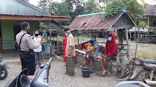 Bhabinkamtibmas Polsek Maniangpajo Polres Wajo Sambangi Warga  Desa Binaanya Dan Berikan Himbauan Prokes