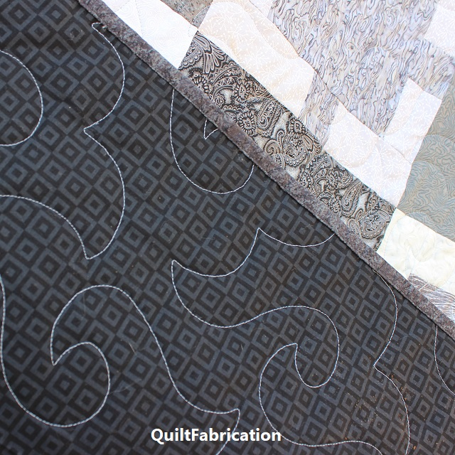 Monochrome quilt backside with Happy Times pantograph by QuiltFabrication