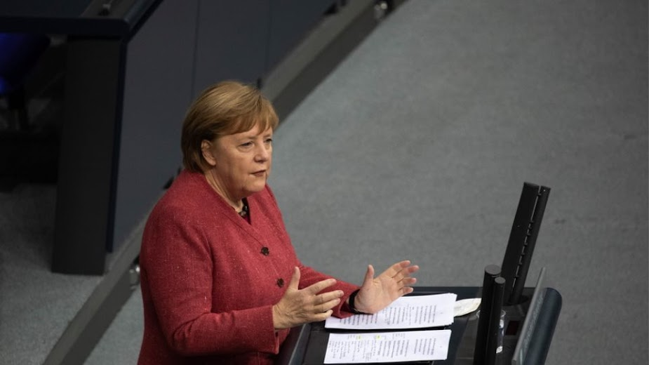 Αμφίσημη δήλωση από την Μέρκελ για κυρώσεις