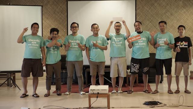 Mewakili Istri Menerima Hadiah Family Gathering Qwords di Sambi Resort Yogyakarta
