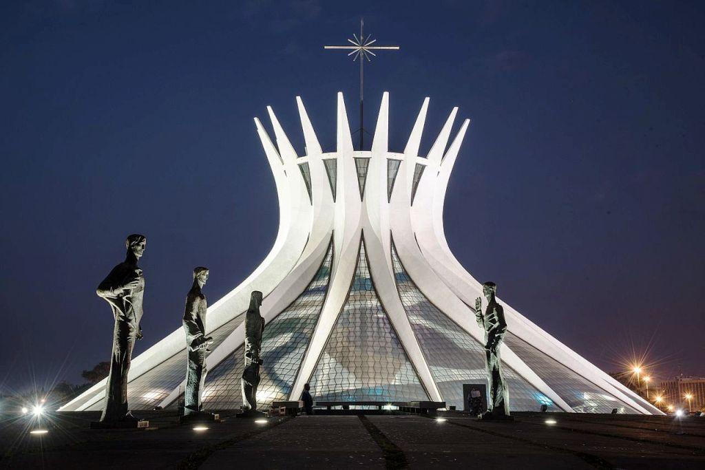 Langgam Arsitektur Modern Futuristik