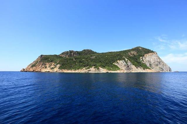zannone isla del mar tirreno italia