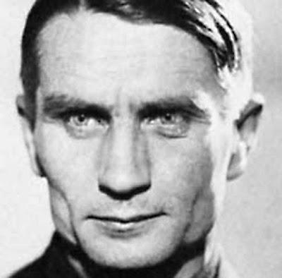 O biólogo Trofim Lyssenko justificou com doutrinas esotéricas a miserabilização da Rússia pela reforma agrária. Foi um preferido de Stalin.
