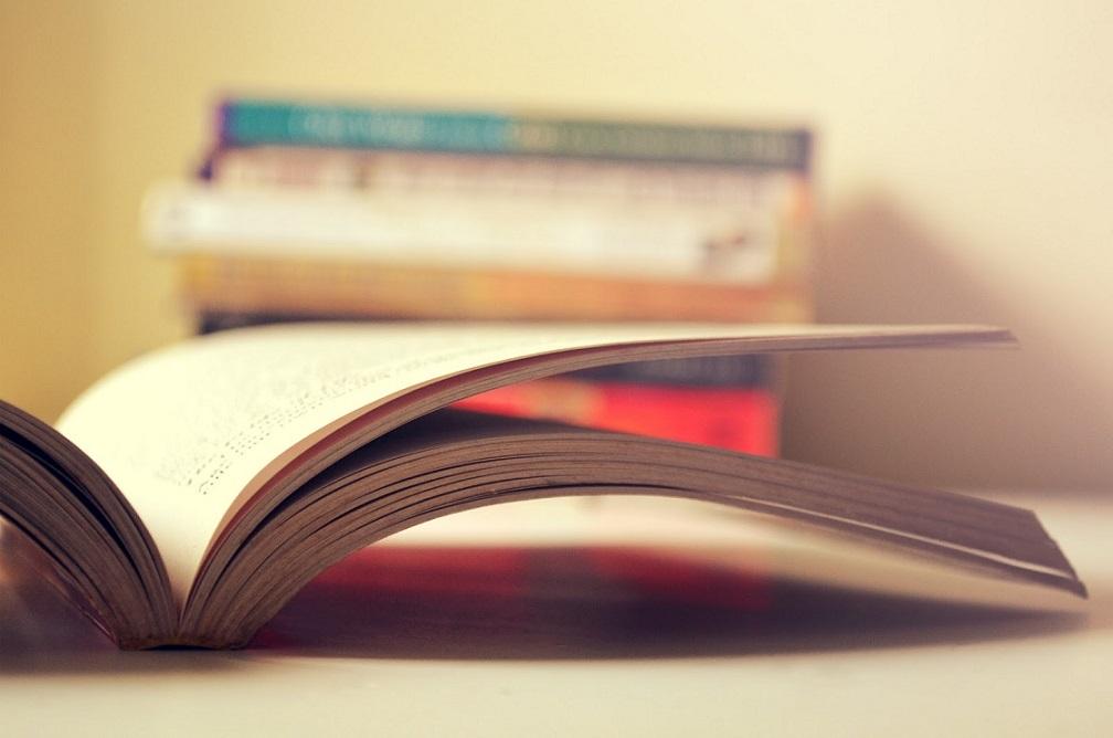 od kiedy czytać dziecku, książki dla dzieci, czytanie bajek na dobranoc