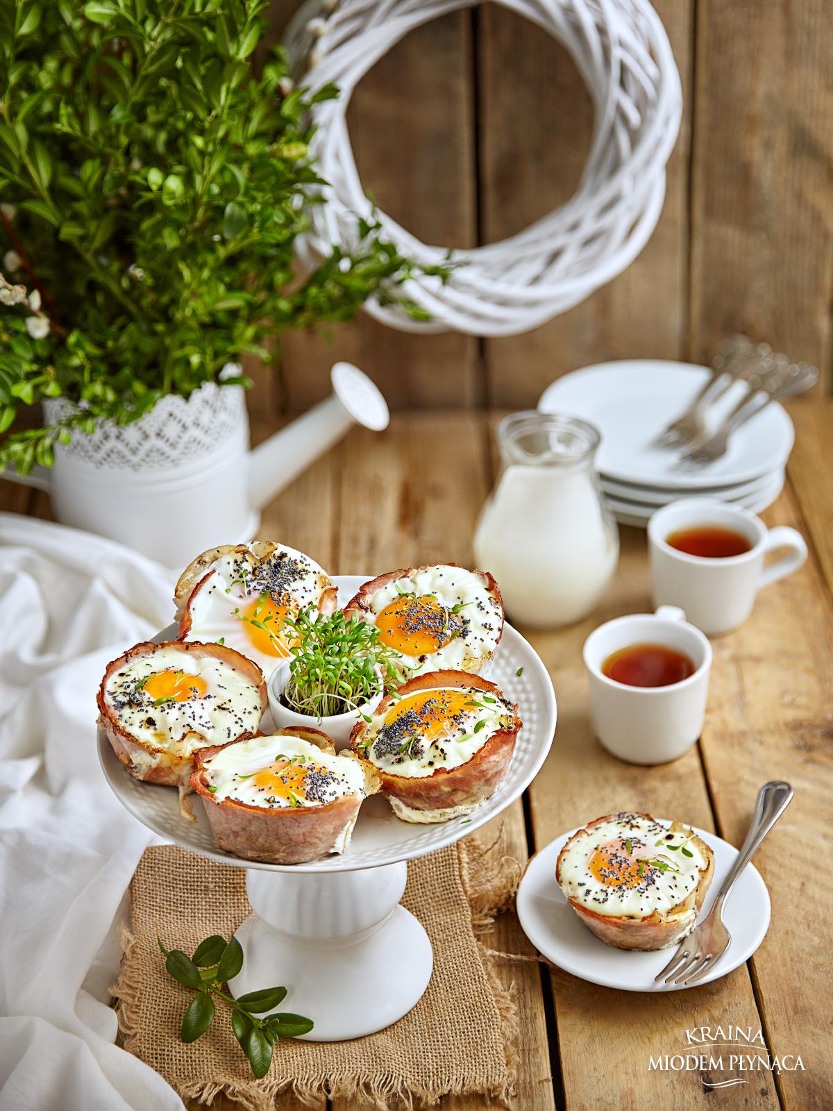 babeczki z szynki, babeczki z szynką, babeczki z jajkiem, babeczki z pieczarkami, zapiekane jajka w szynce, zapiekane jajka w formie na muffiny, jajka w szynce, pomysł na jajka, kraina miodem płynąca