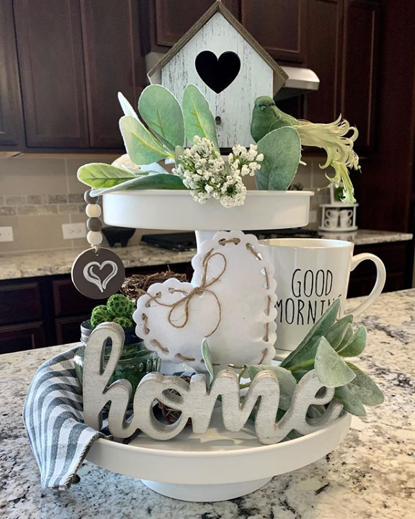 Two-tier tray with heart and home theme